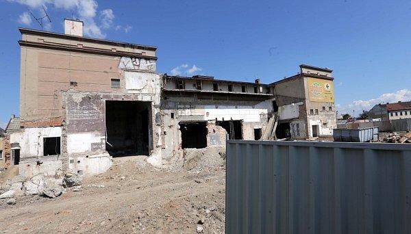 Bourání divadla ve Starých Hodolanech. Vyroste tam kasino