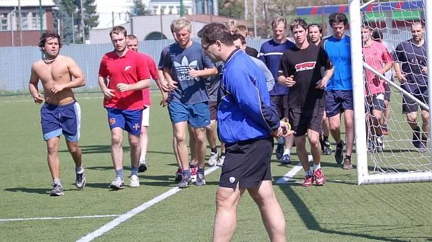 Trenér Petr Fiala (vpopředí) program přípravy měnit nebude.
