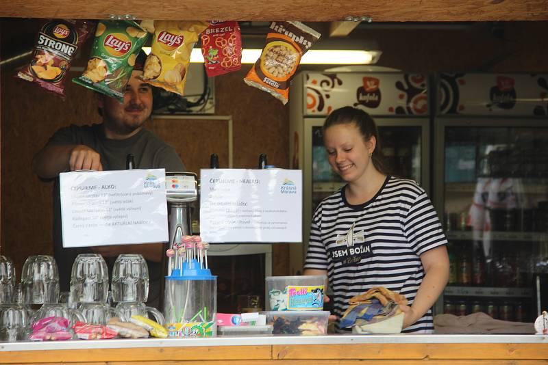 Návštěvníci se mohou občerstvit v místním bistru.