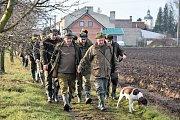Myslivci na sobotním honu v okolí Senice na Hané ulovili 96 zajíců. Honu se zúčastnilo přes 60 střelců