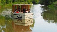 Výletní loď Marie Terezie vyplouvá z olomouckých Nových Sadů