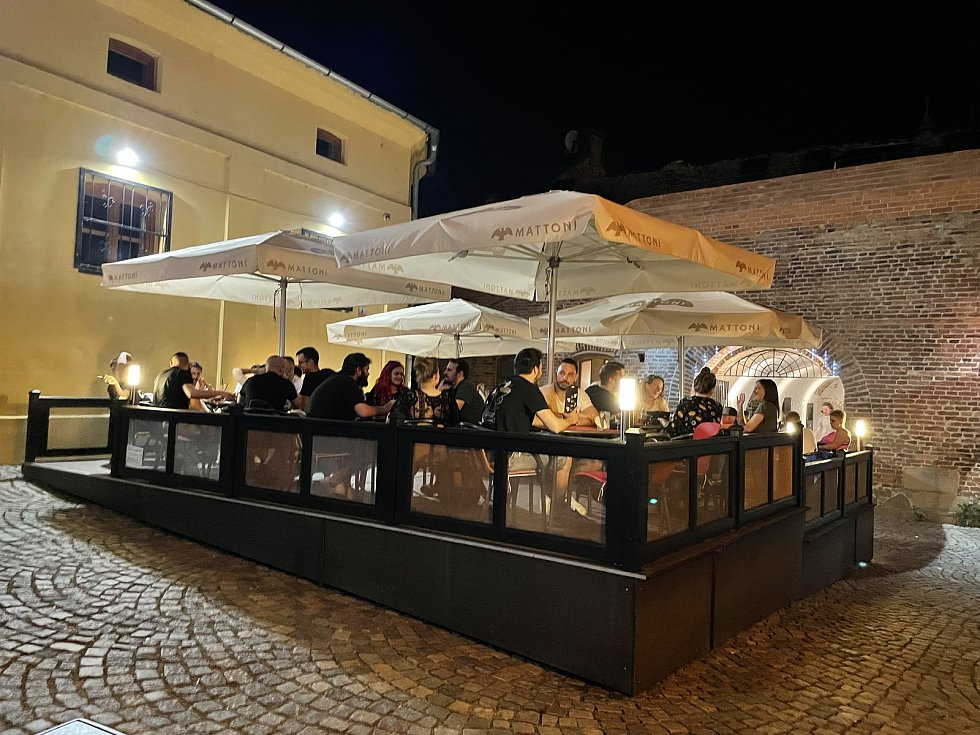 Noční život v centru Olomouce se vrací do normálu, Uhelná ulice, 18. června 2021