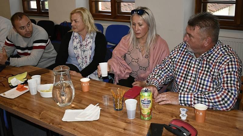 Volební štáb ČSSD v sídle strany v Panské ulici v centru Olomouce. 9.10. 2021 (zprava) Ladislav Hynek, Lenka Rašková, Jana Oulehlová a Petr Kudláček