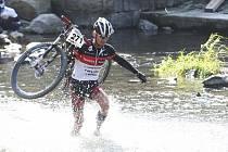 Vítězem závodu Bobr Cup v Litovli (15 km běh-cross, 25 km MTB cross country, 6 km sjezd na divoké vodě) se stal tým Pivovar Litovel/OpavaNet.  Jan Hruška z týmu ford/exceed, který skončil na třetím místě