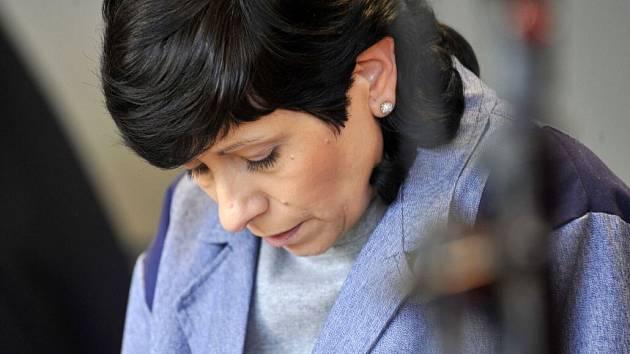Žena z Přerova obžalovaná z mnohamilionových podvodů. U krajského soudu v Olomouci v květnu 2013