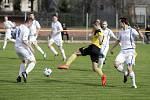 Fotbalisté Nových Sadů (ve žlutém) proti Přerovu