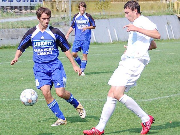 Záložník SK Sigma Josef Hořava (vlevo).