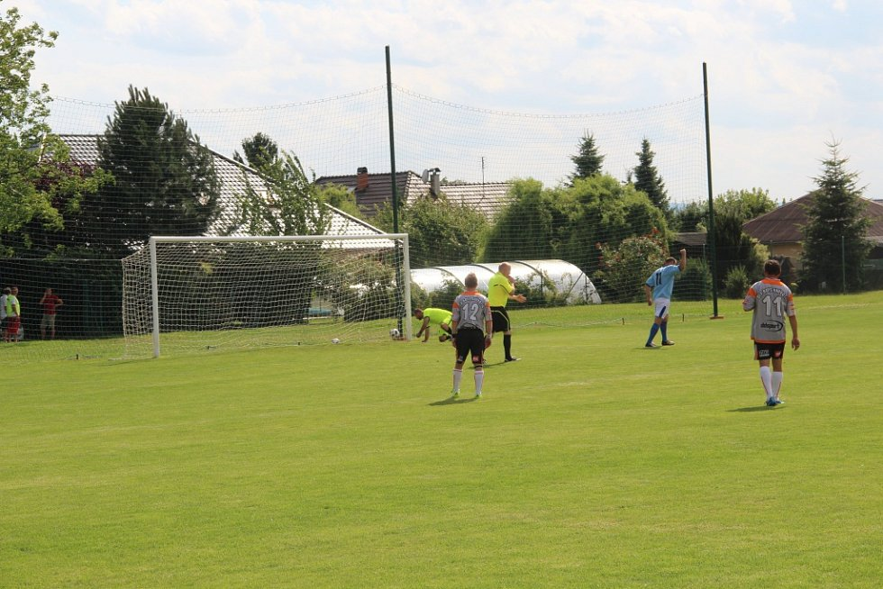 FC Hněvotín si v sobotu připomněl 65 let od prvních mistrovských zápasů.