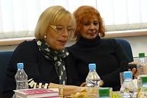 Do CineStaru zavítaly v pátek 13. února Marie Poledňáková (na snímku vlevo) a Kamila Magálová.