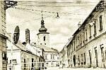 Lidická ulice v roce 1957. Budovy vlevo již nestojí, v současnosti je zde autobusové nádraží. Budovy vpravo jsou opraveny a nyní slouží jako malé provozovny (pekařství, galanterie, vinotéka, květinářství a další). V pozadí je věž kostela Nanebevzetí P. M.