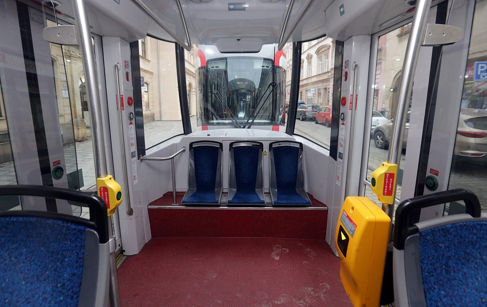 Tramvaj na zrekonstruované trati. 4. prosince 2020