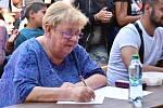 Romská pouť v proluce v Denisově ulici v centru Olomouce, 14. 9. 2019