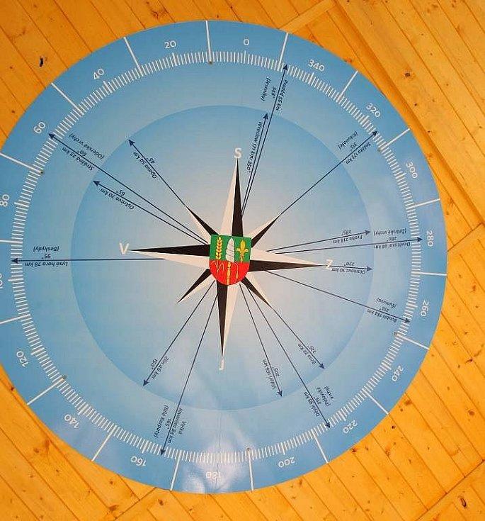 Ružice pod střechou nové rozhledny v Přáslavicích
