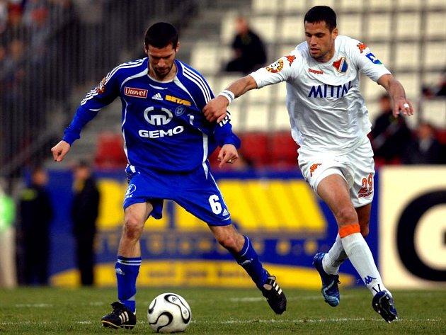 Záložník Ladislav Onofrej (vlevo) patří k nejzkušenějším hráčům olomouckého týmu.