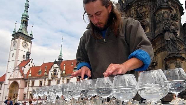 Petr Špatina hraje na Horním náměstí.