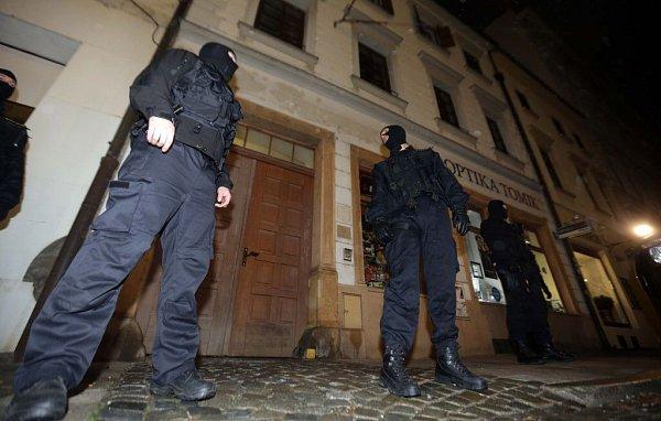 Protikorupční policie zasahuje vbytě Ivana Langera vcentru Olomouce