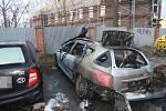 Požár kontejnerů a automobilů v ulici U Soutoku v Olomouci