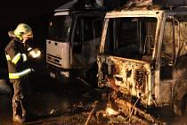 Požár nákladních aut v Litovli