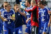 Hráči Sigmy se radují po výhře nad Bohemians v květnu 2009