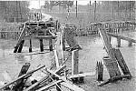 Most přes Moravu ve Střeni byl zničen na konci války.