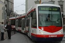 V centru opět jezdí tramvaje.
