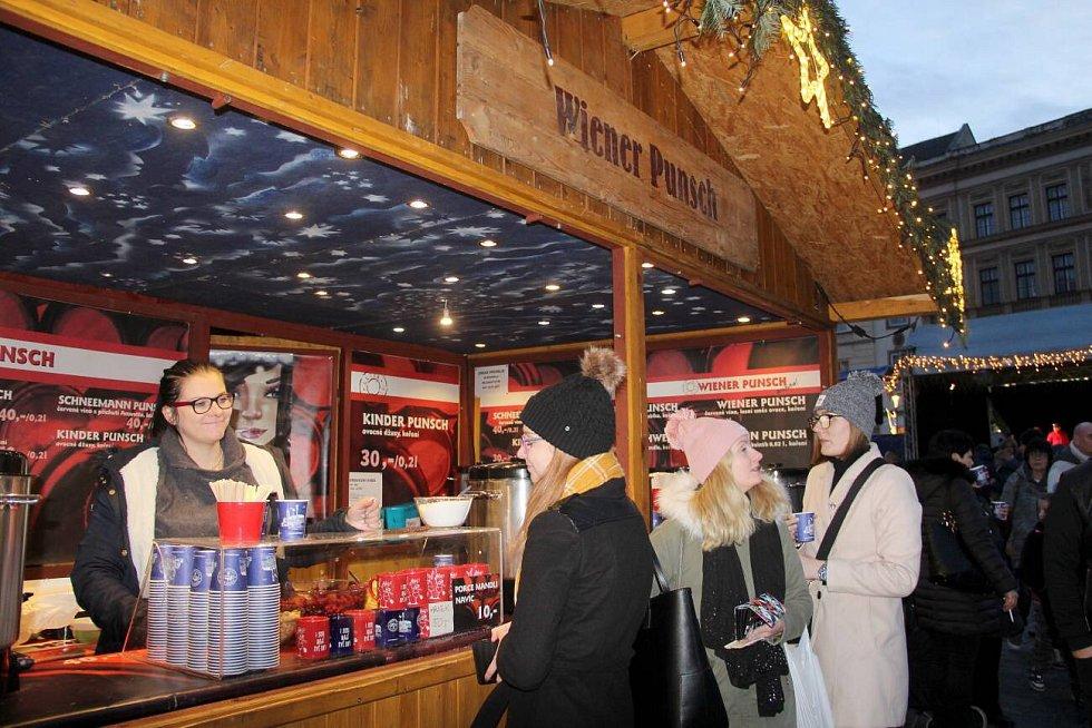 První víkend Vánočních trhů v Olomouci 2019