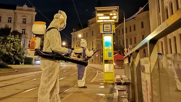 Zastávky v centru Olomouce a na nádraží prošly v noci dezinfekcí. 7. září 2020