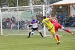 Fotbalisté Sigmy Lutín (ve žlutém) vyhráli v Černovíře 5:3.