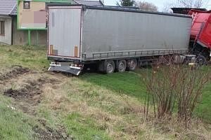 Nehoda kamionu ve Chválkovické ulici v Olomouci