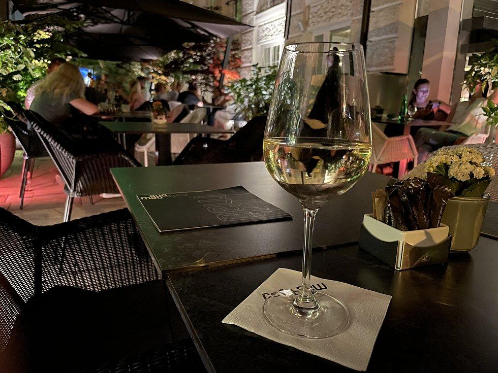 Noční život v centru Olomouce se vrací do normálu, Barvířská ulice, 18. června 2021