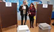Redaktorka Olomouckého deníku Barbora Burešová asistovala při volbách nevidomému Janu Příborskému
