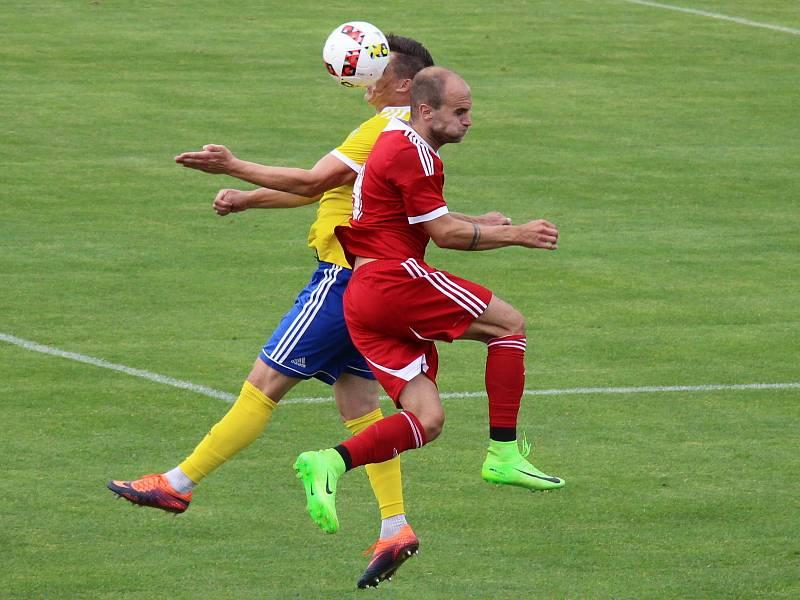 Šumperští fotbalisté jen těsně nestačili na třetiligový Uničov, gól dostali až v závěru.
