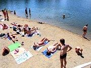 Písečná pláž pod Terasou na koupališti Poděbrady u Olomouce
