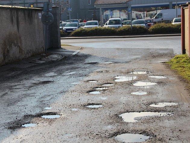Ulice Lindnerova a Za Školou v Olomouci se v dubnu dočkají po mnoha letech opravy