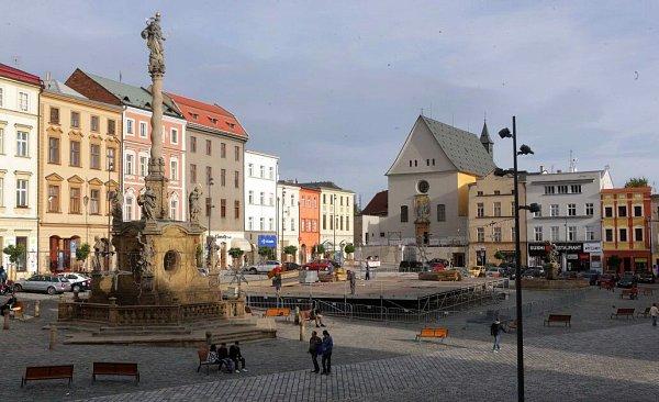 Stavba kluziště na Dolním náměstí vOlomouci