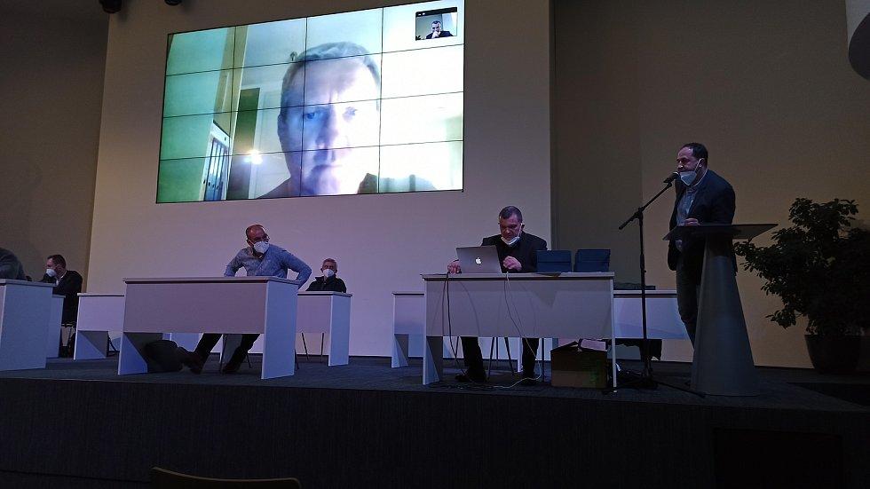 Jiří Kubíček promluvil k delegátům v sále přes videohovor. Neprošel totiž koronavirovým testem, který byl povinný.