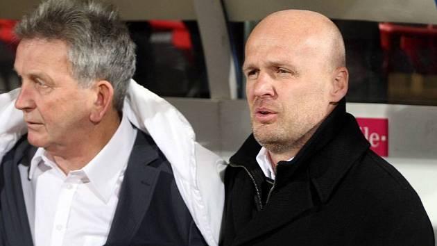 Trenér Michal Bílek (Vpravo)