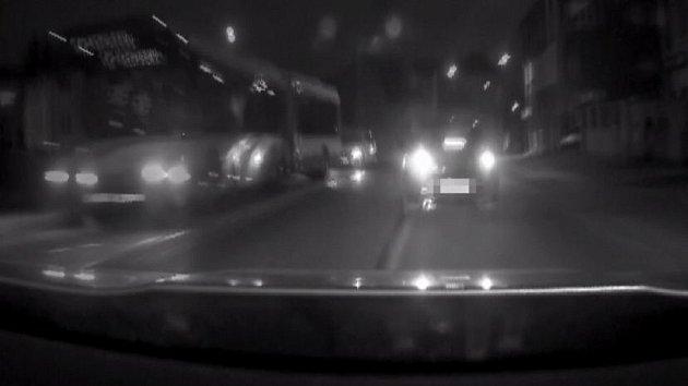 Zfetovaný řidič ujížděl v Olomouci policistů, dopadli jej v Černovíře