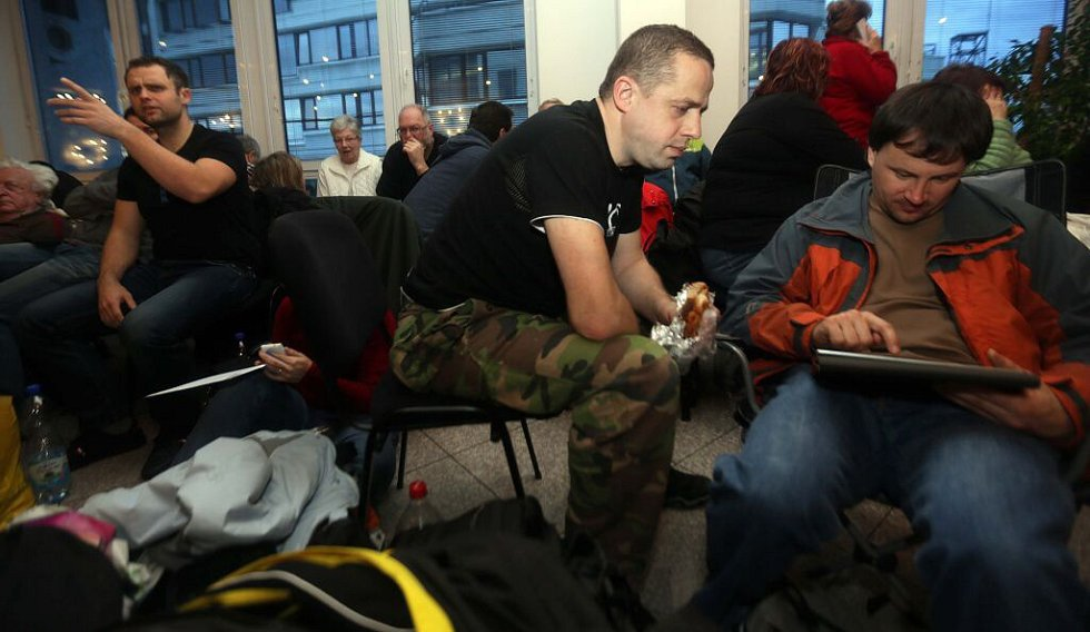 Únor 2016. Asi dvě stovky lidí nocovaly v budově RCO, úředníci tam pro ně připravili prostory i občerstvení