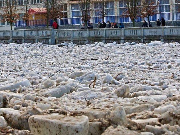 Ledové kry na řece Bečvě v Teplicích 26. února 2012
