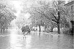 Voda z polí v 70. letech zaplavila ulice v Luběnicích