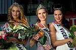 Zleva 1. vicemiss Kristýna Štolpová, Miss Haná 2015 Monika Foltýnová a 2. vicemiss Aneta Karasová