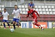 Olomoučtí fotbalisté (v červeném) porazili v přípravě druholigový Šamorín 3:0Tomáš Zahradníček (v červeném)
