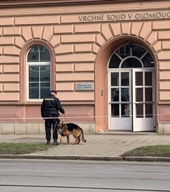 Policie evakuuje budovu Vrchního soudu v Olomouci