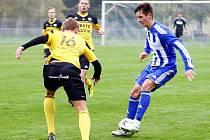 Fotbalisté Uničova (ve žlutém) proti Hlučínu