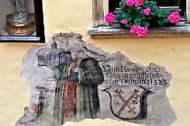 Pět set let stará freska na domu v Univerzitní ulici v Olomouci