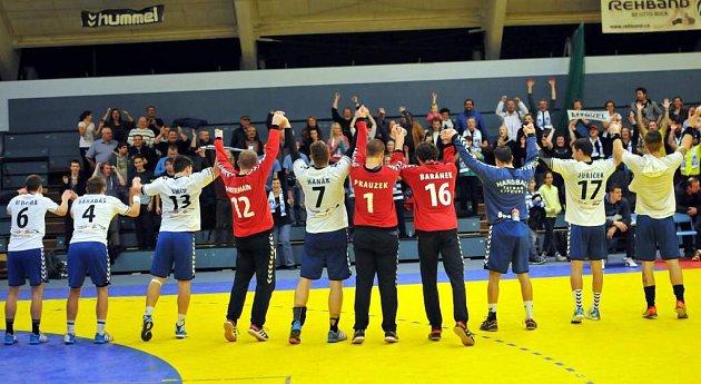 Házenkáři Litovle slaví se svými fanoušky vPřerově druhé vítězství vextralize