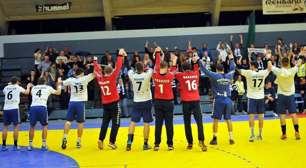 Házenkáři Litovle slaví se svými fanoušky v Přerově druhé vítězství v extralize