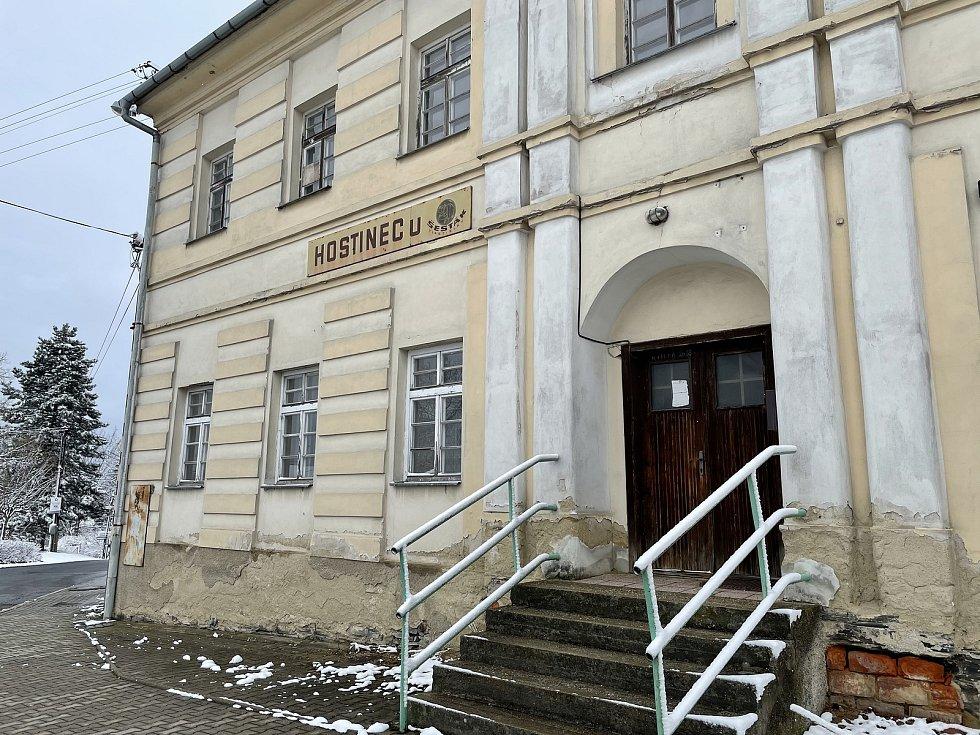 Bývalý hostinec v Jívové, v patře bylo kino, 12. dubna 2021.