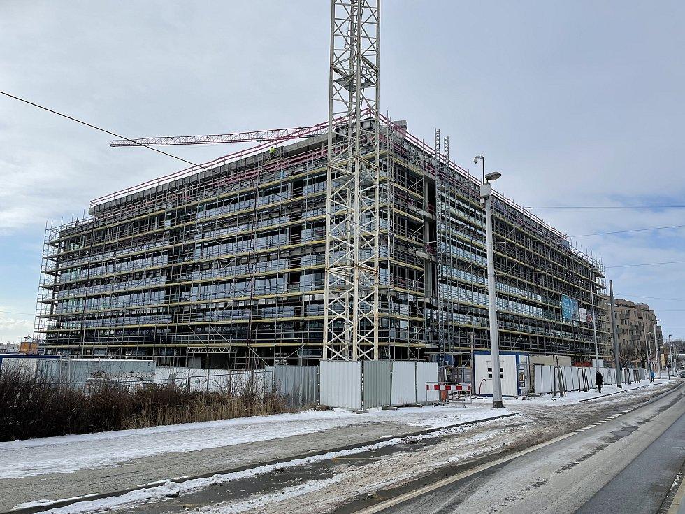 Třída Kosmonautů v Olomouci. Na snímku Envelopa Office Center, únor 2021